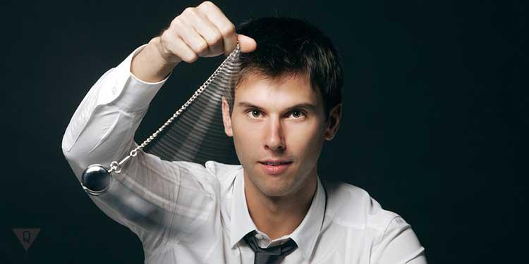 мужчина гипнотизер