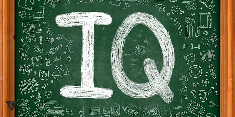 надпись на доске iq