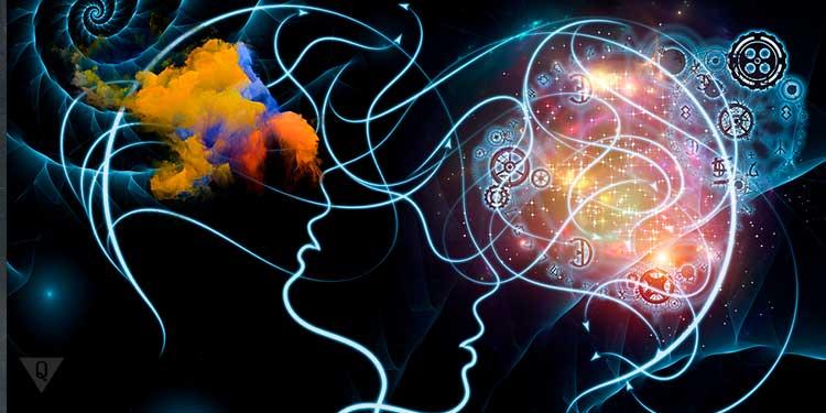 нарисованная голова и мозг который светится