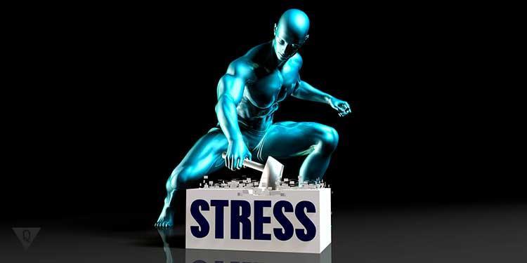 Нарисованный человек бьёт по слову стресс