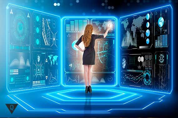 девушка работате на компьютере будущего