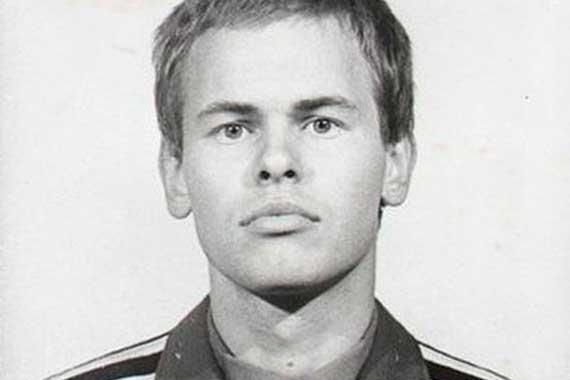 молодой Евгений Касперский в армейской форме