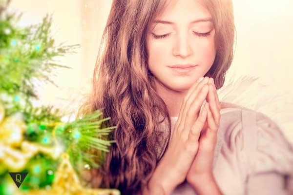 красивая девушка медитирует
