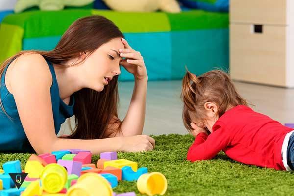 дочка обижается на маму