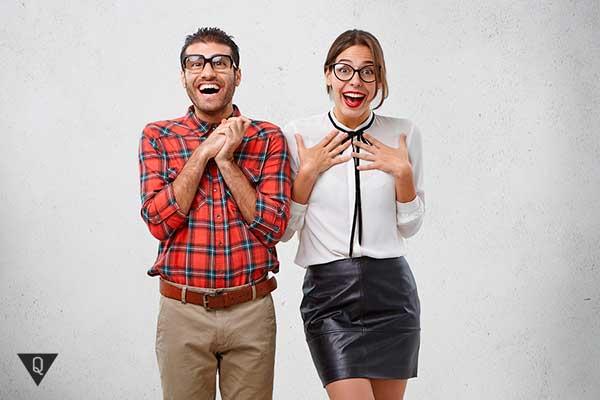 мужчина и женщина радуются