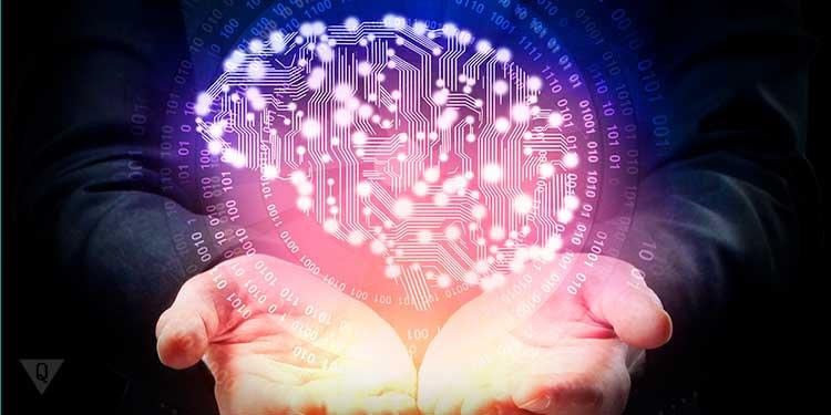 цифровой мозг в руках человека