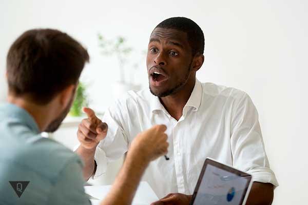 дебаты белого и черного мужчины