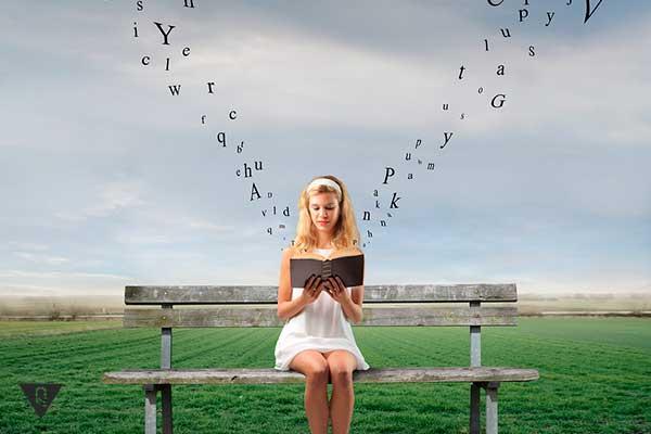 девушка читает а вокруг нее летают буквы