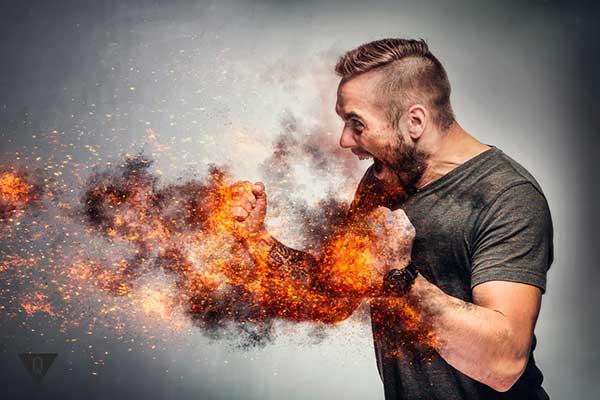у мужчины кулаки в огне