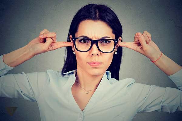 Злая женщина не слушает критику