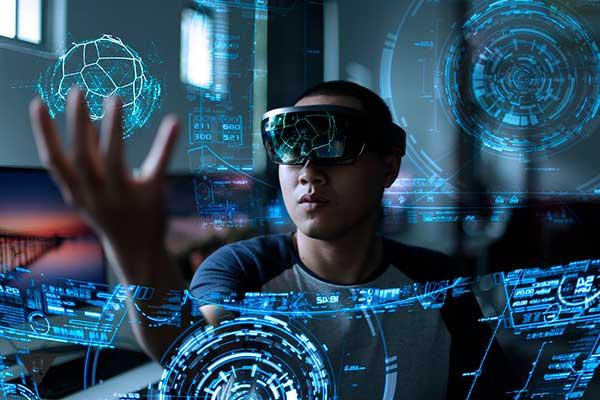 Мужчина в виртуальной реальности