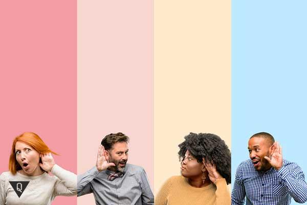 Компания людей прислушивается, чтобы лучше понять друг друга