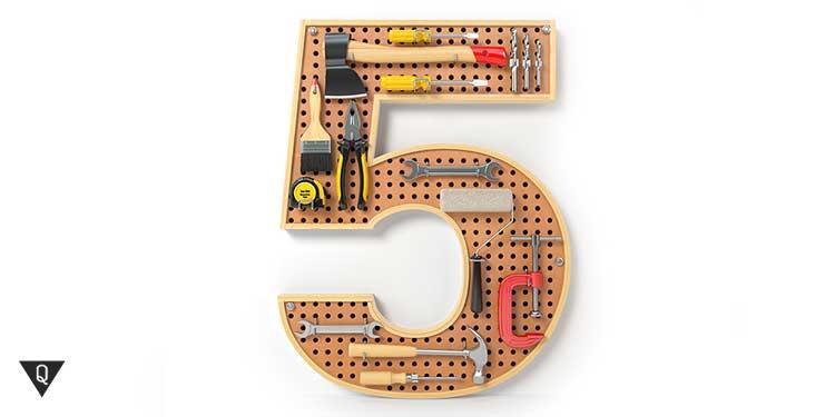 5 с закрепленными на ней инструментами