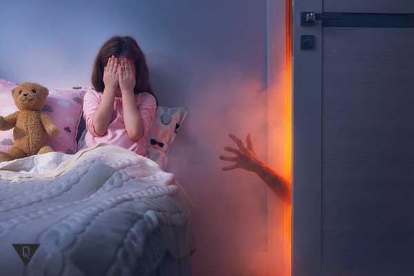 Маленькая девочка очутилась в кошмаре