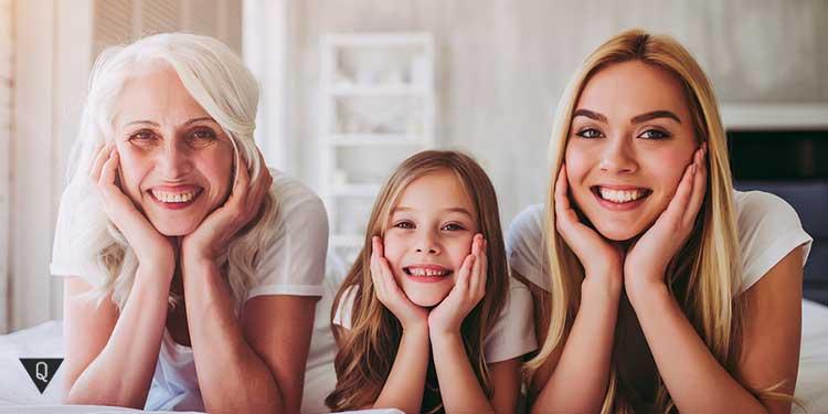 Бабушка, мама и дочка