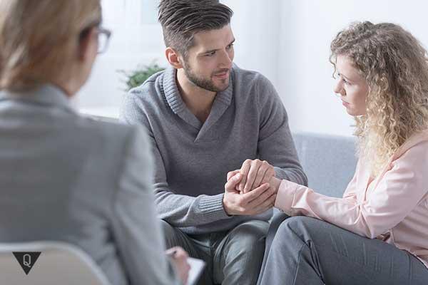 Семейная пара на приёме у психолога