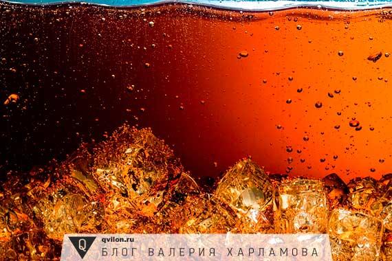 газированный напиток со льдом