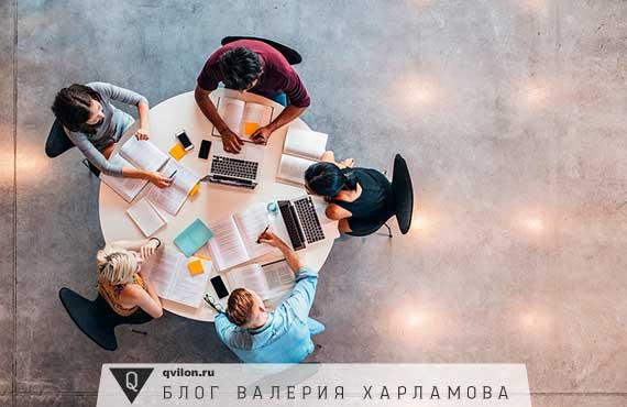 студенты делают уроки