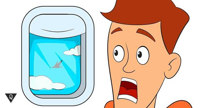 человек испуганно смотрит в окно самолета