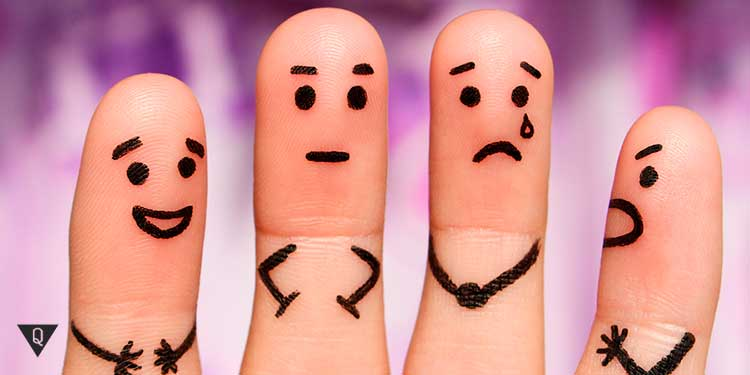 на пальцах нарисованы разные характеры людей