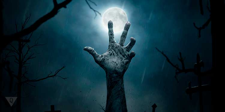 рука зомби на фоне луны