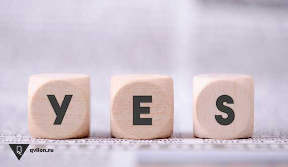 на трех кубиках написано yes