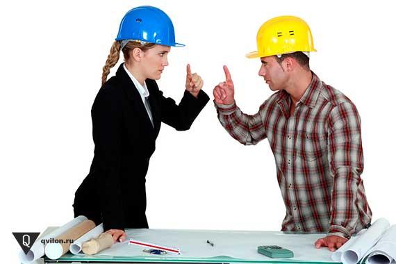 девушка с мужчиной в касках стоят друг напротив друга подняв указательные пальцы