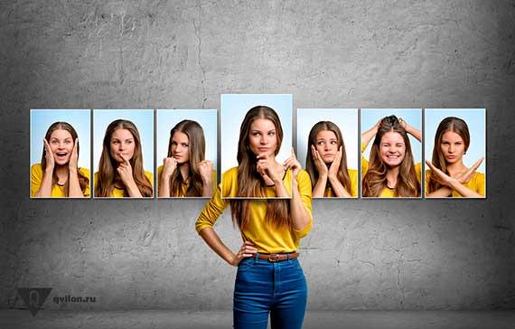 женщина закрывается разными фотографиями своего лица