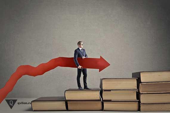 человек идет по ступеням из книг и тянет за собой красную стрелку