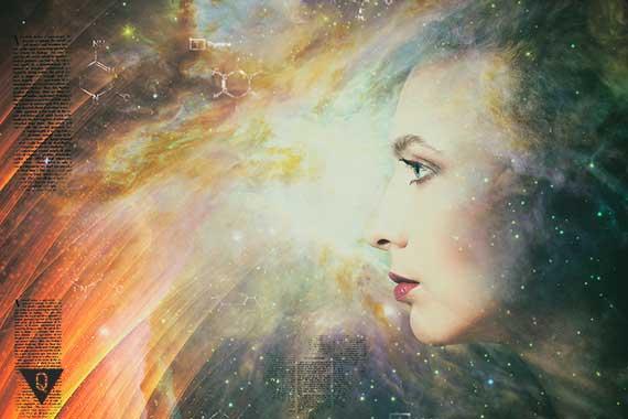 изображение женщины на фоне космоса
