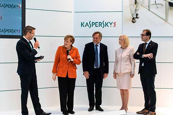 Касперский выступает с Ангелой Меркель
