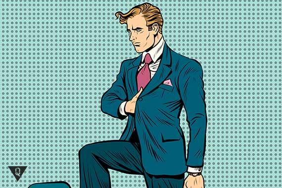 мужчина бизнесмен стоит в позе наполеона