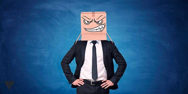 человек со злой коробкой на голове