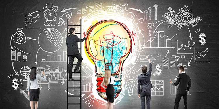 люди рисуют на стене идею бизнеса