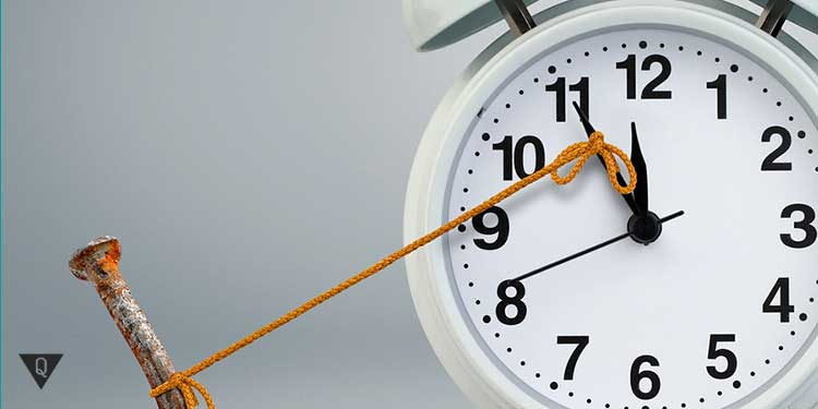 стрелка будильника привязана к гвоздю