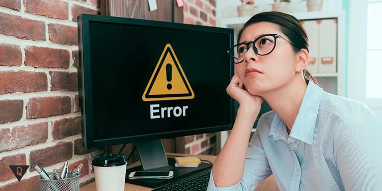 у девушки возникла проблема с компьютером