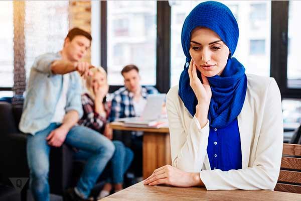 предвзятое отношение к девушке мульманке