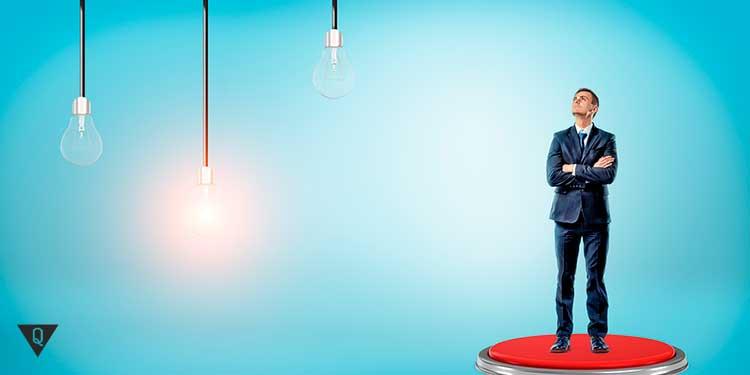 бизнесмен и три лампочки