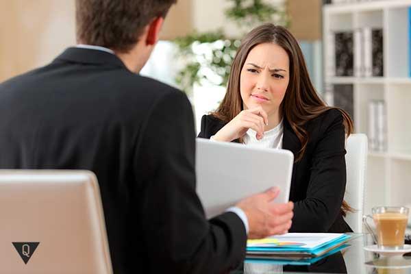 девушка негативно настроена на предложение мужчины