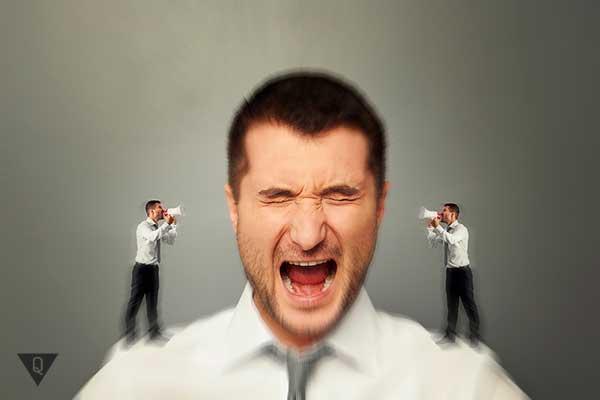 Мужчина излишне критикует себя