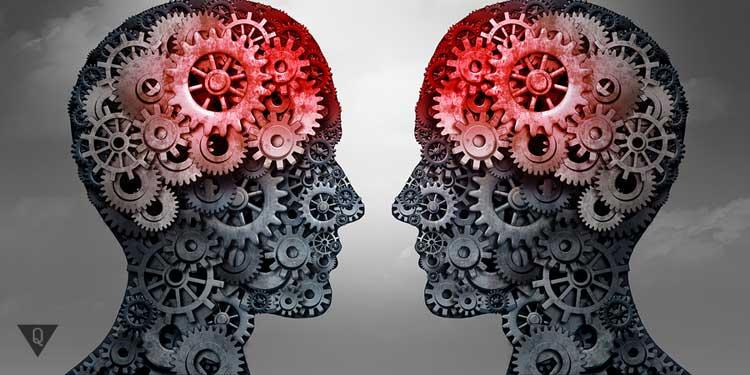 Две головы общаются, у них в голове механизмы