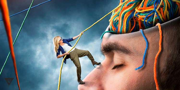 Женщина распутывает веревки в голове мужчины