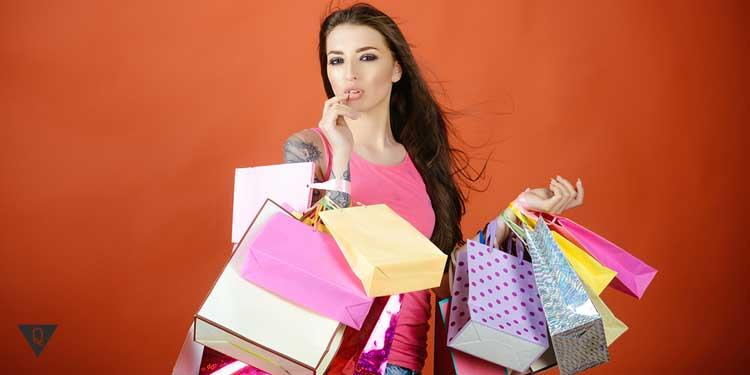 Девушка с покупками. Шопоголик