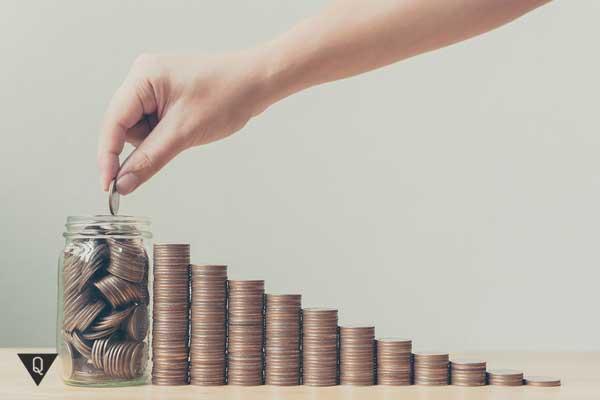 Монеты и банка, как символ ведения семейного бюджета
