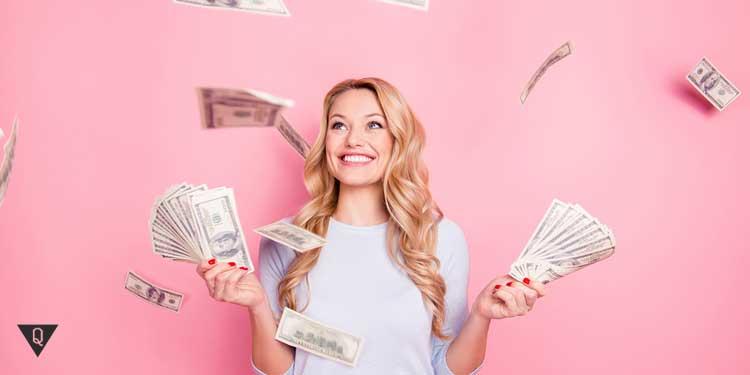 Девушка тратит много денег в силу действия эффекта веблена