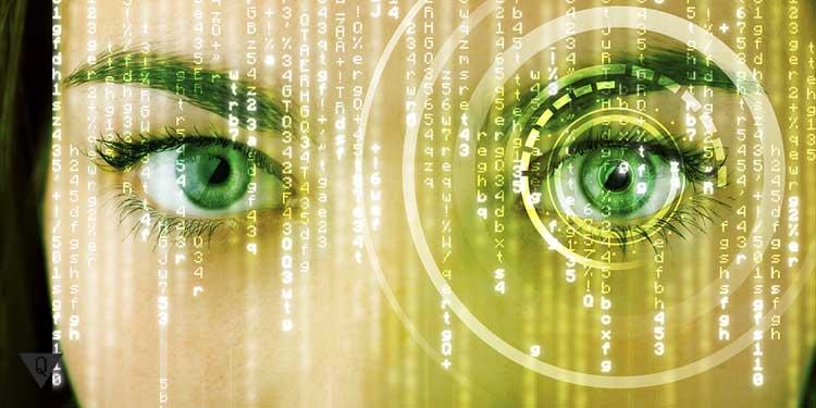 Девушка с акцентом на её левый глаз, а вокруг цифры, как символ эйдетической памяти