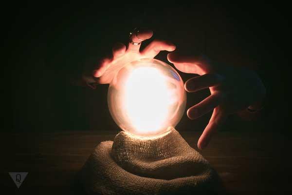 Магический шар и руки