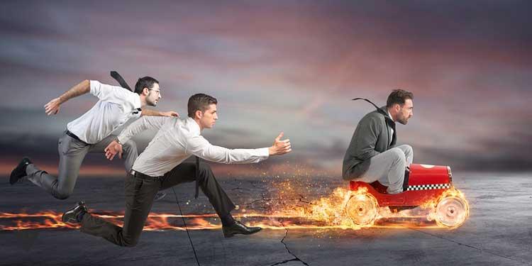Мужчины соревнуются, как символ действия эффекта присутствия