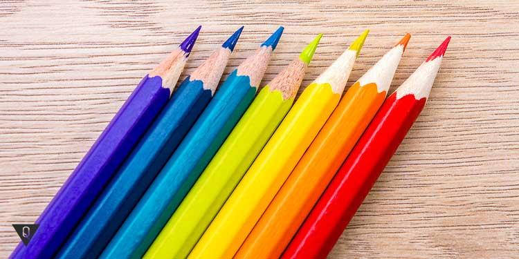 Разноцветные карандаши, символизирующие эффект струпа