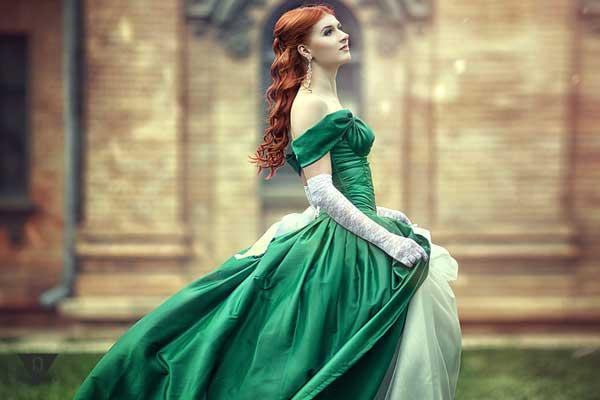 Девушка в пышном платье
